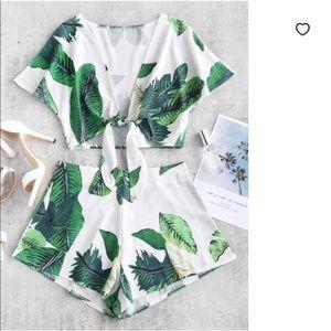 ✨NEVER WORN✨ Leaf Printed Set